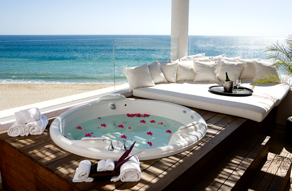 Cabo azul resort designspot blog for Jacuzzi spa exterieur